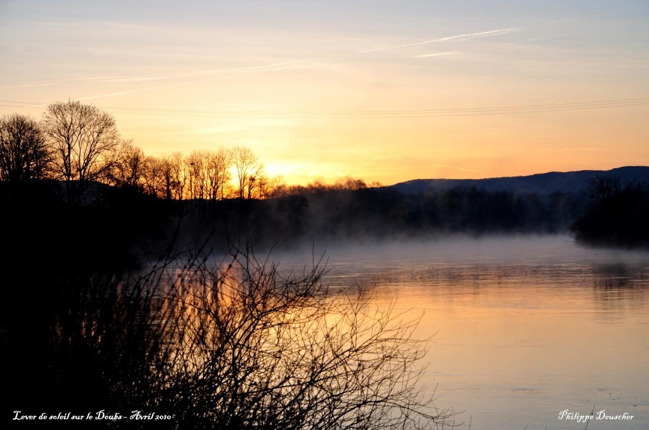 Lever de soleil sur le Doubs - Avril 2010