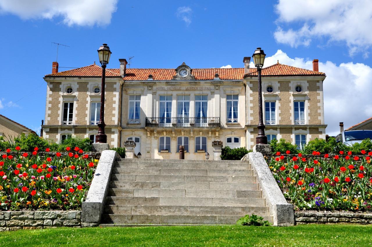 Mairie en Charente - Avril 2013
