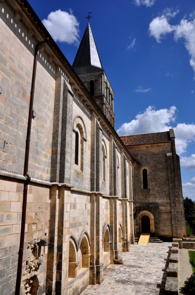 Eglise aux environs de Tusson - Charente - Avril 2013