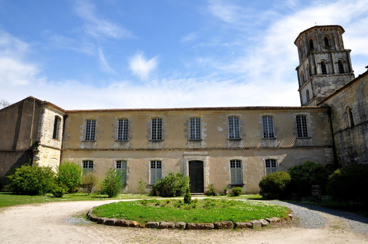 Abbaye de Vertheuil - Gironde - Avril 2013