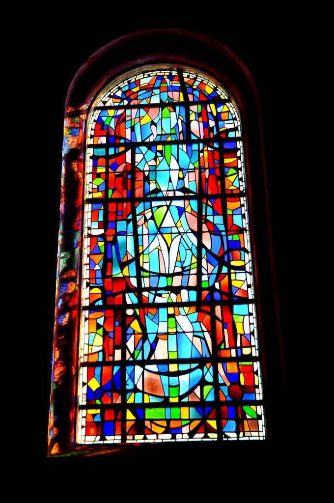 Vitrail à l'église des Bréseux - Doubs - Février 2013
