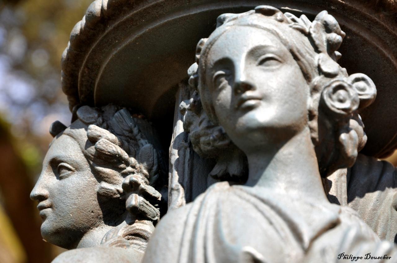 Sculptures dans le parc de la mairie de Cognac - Mars 2011