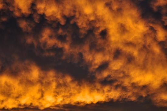 Nuages dans le ciel à Bouteville - Charente - Octobre 2013