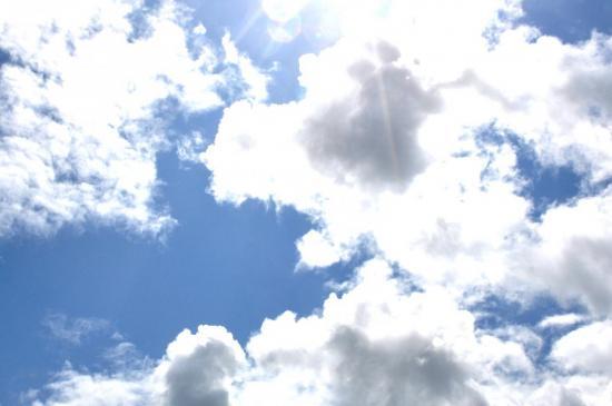 Nuages qui masquent le soleil à Mathay - Doubs - Juin 2010