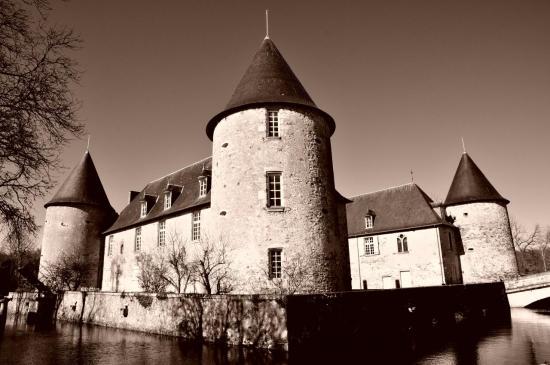 Château de Rochebrune à Etagnac - Charente - Juillet 2012