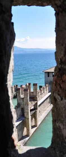 Ville de Sirmione et sa forteresse en Lombardie - Avril 2014