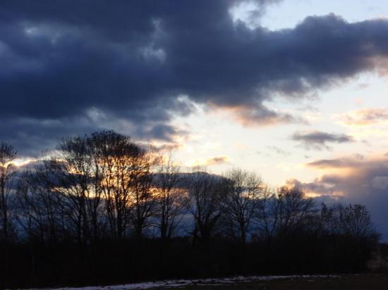 Ciel d'orge au coucher du soleil à Surmont - Doubs - Février 2008